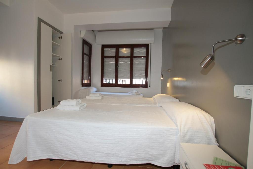 Cama o camas de una habitación en Hostal Ripoll Ibiza