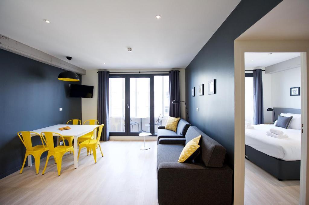 A seating area at Staycity Aparthotels Rue Garibaldi