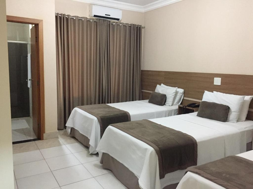 A bed or beds in a room at Silver Lis Hotel