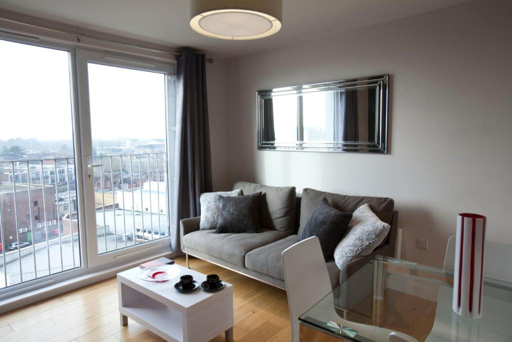 A seating area at Watford Centre - Luxury Penthouse