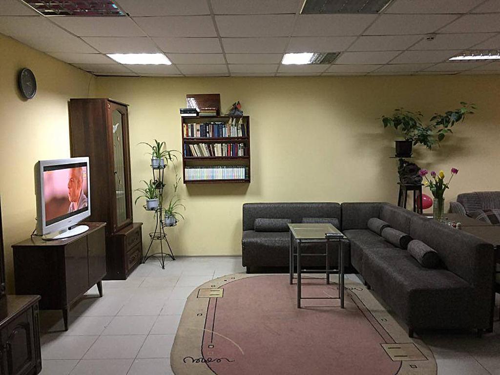 Гостиная зона в Hop Home Hostel