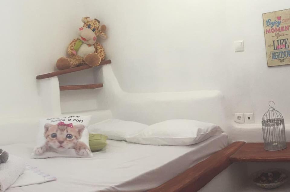 Ένα ή περισσότερα κρεβάτια σε δωμάτιο στο Village Bay Studios