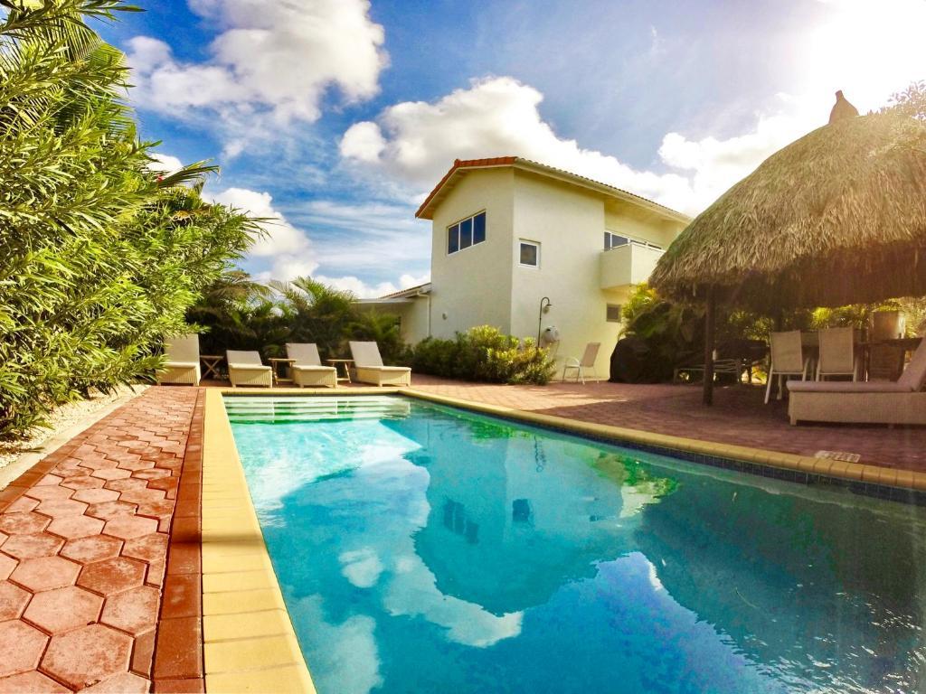 A piscina localizada em Curoyal ou nos arredores