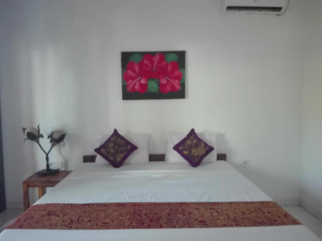 A bed or beds in a room at Swara Homestay 2