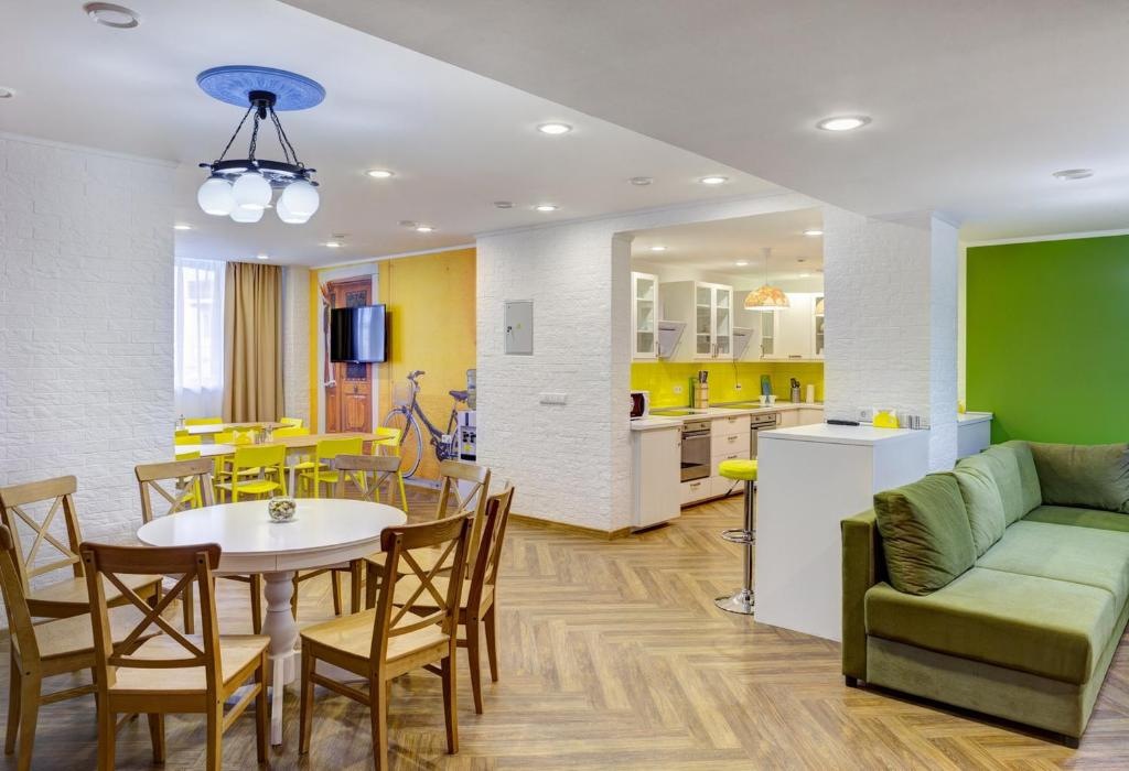 Hostels In Shirokaya Rechka
