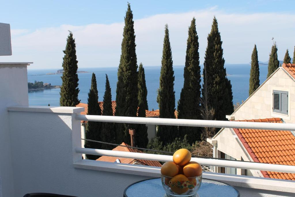 A balcony or terrace at Apartments Insula