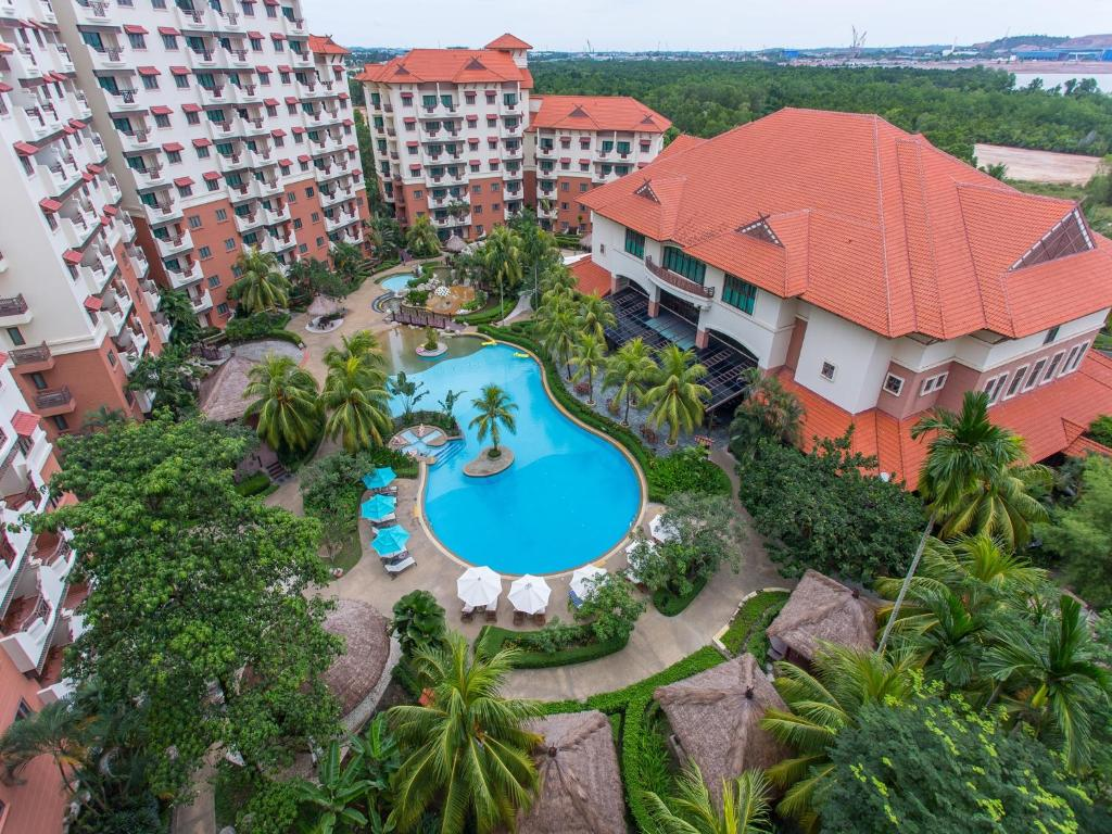 A view of the pool at Holiday Inn Resort Batam or nearby