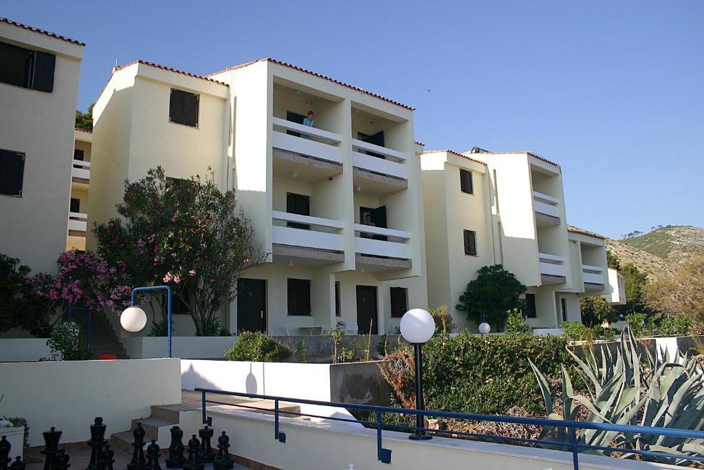 Budova, kde se aparthotel nachází