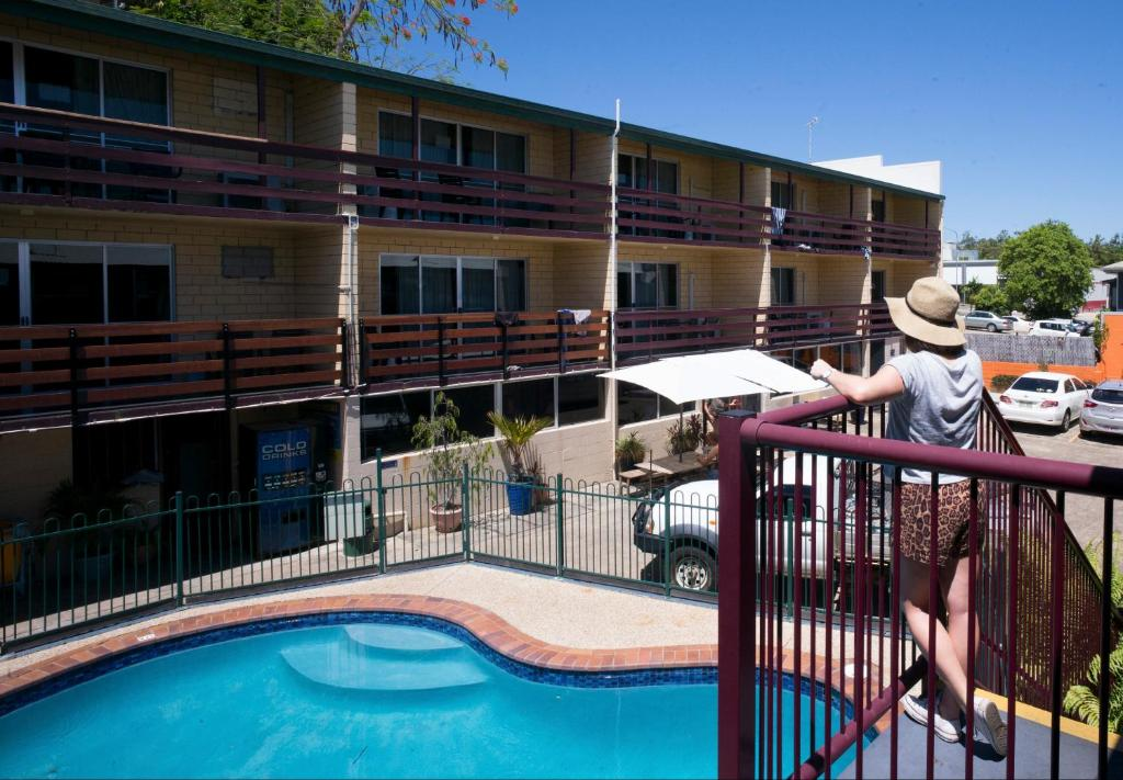 The swimming pool at or near Airlie Beach YHA