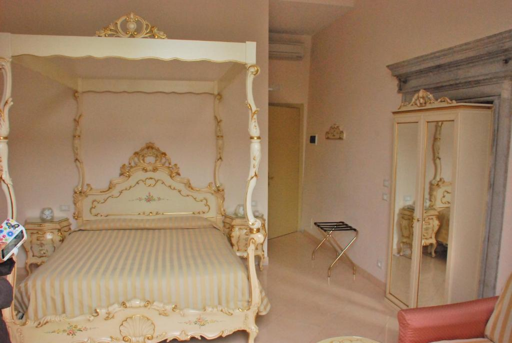 A bed or beds in a room at Hotel Marte