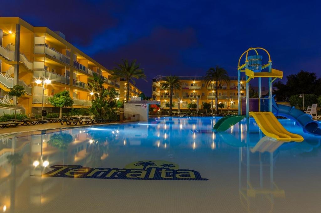 Het zwembad bij of vlak bij Apartamentos Turisticos Terralta