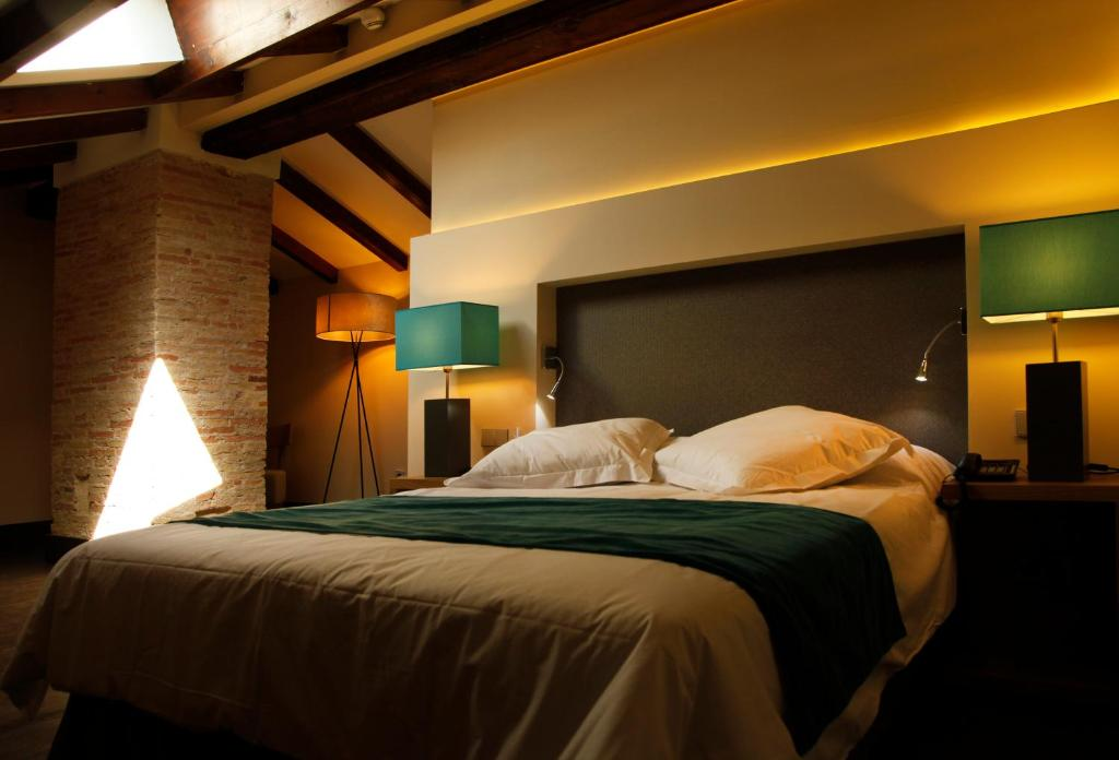Cama o camas de una habitación en Hotel Spa Martín el Humano