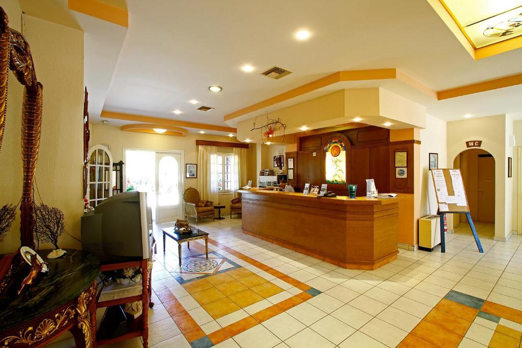 Ο χώρος του λόμπι ή της ρεσεψιόν στο Bintzan Inn Hotel
