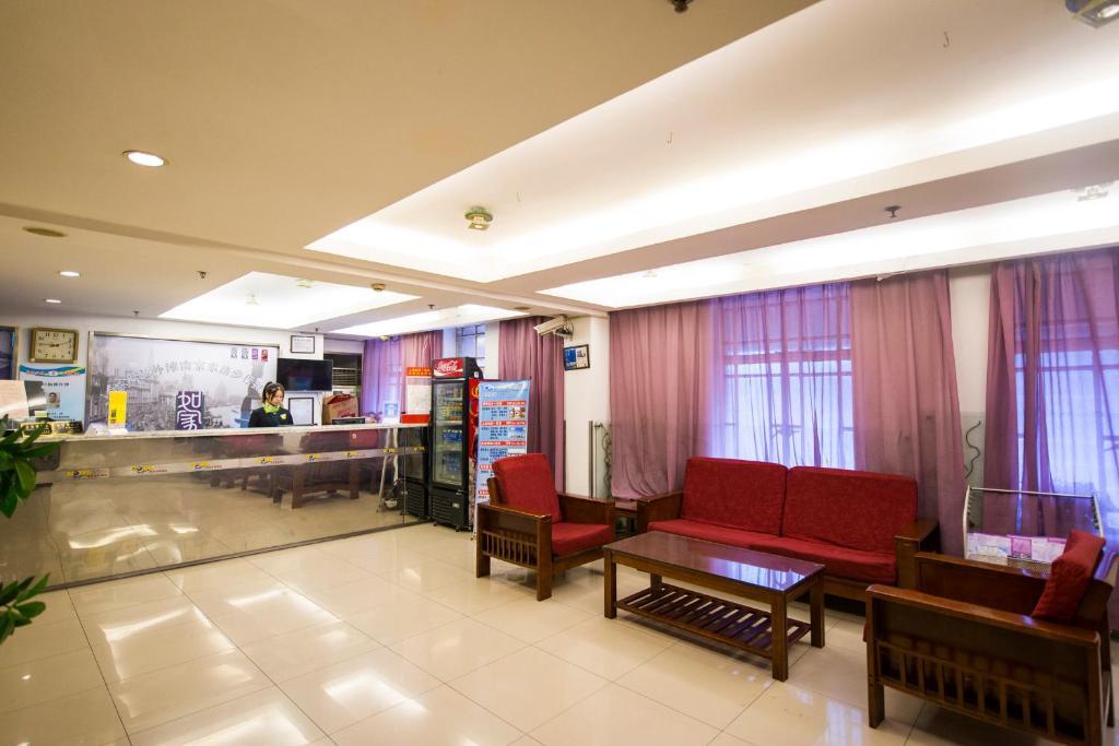 The lobby or reception area at Motel Zhuhai Ningxi Road