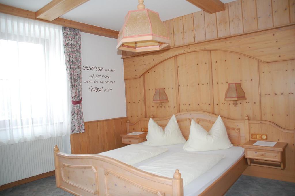 Ein Bett oder Betten in einem Zimmer der Unterkunft Gasthof Rüscher