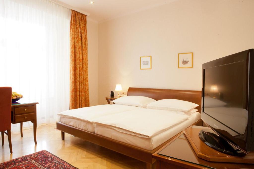 Кровать или кровати в номере Hotel Kaiserin Elisabeth
