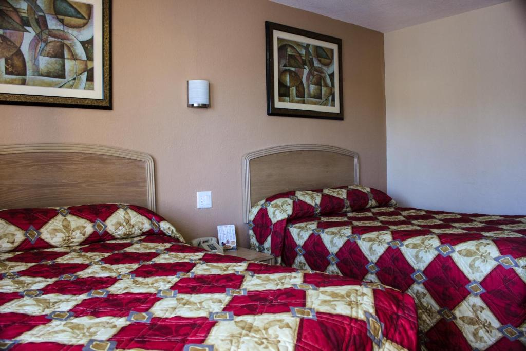 A bed or beds in a room at Budget Inn of Daytona Beach