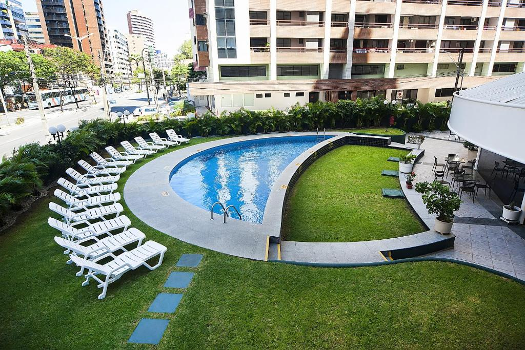 The swimming pool at or near Comfort Hotel Fortaleza