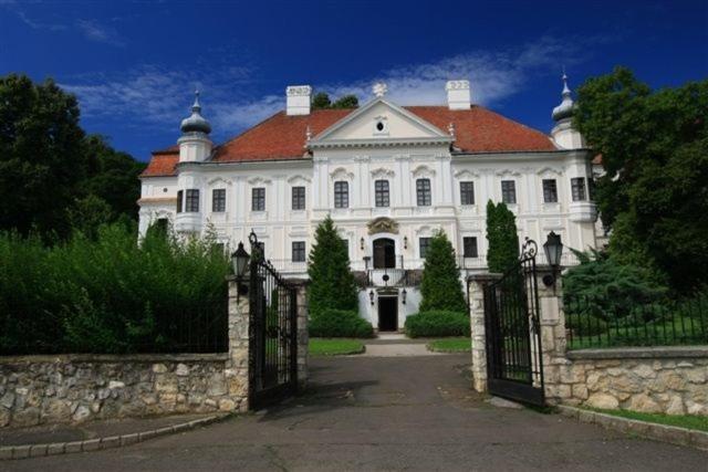 Teleki-Degenfeld Kastelyszallo Szirak, Hungary