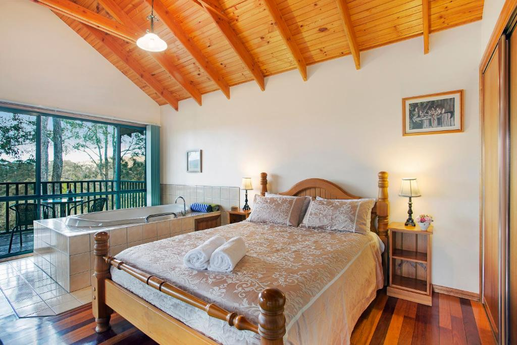 A bed or beds in a room at Romantic Cottage for 2