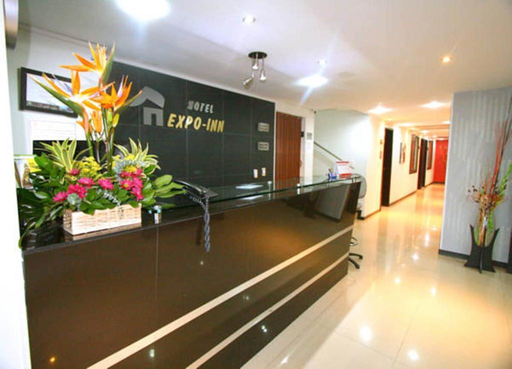 The lobby or reception area at Hotel Expo Inn Embajada