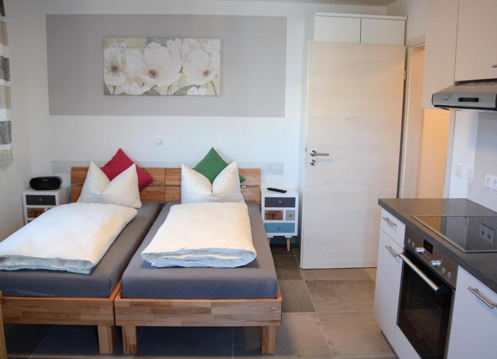 Ein Bett oder Betten in einem Zimmer der Unterkunft Gästehaus Brunnerhof - Reisen