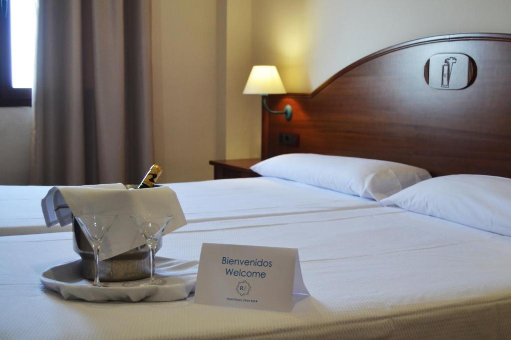 Cama o camas de una habitación en Hotel Reyes Ziries