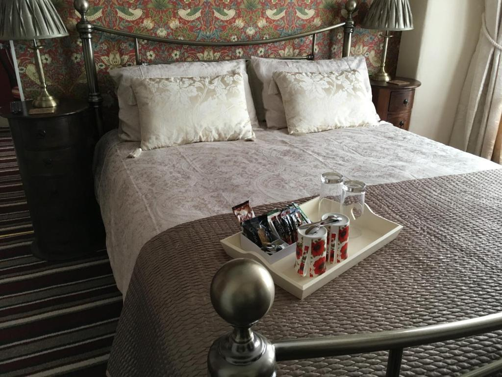 A bed or beds in a room at Morlea