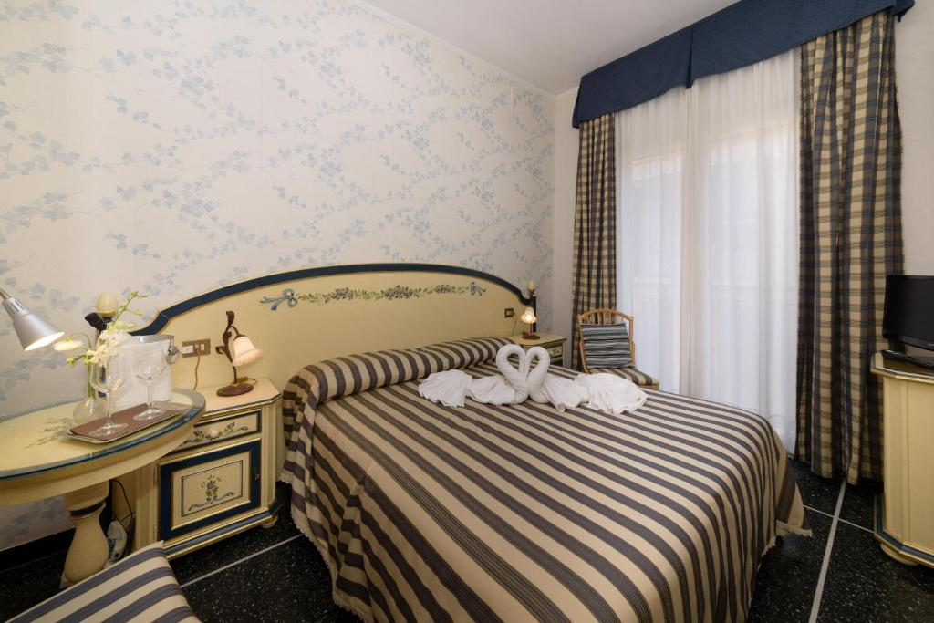 A bed or beds in a room at Hotel Morchio