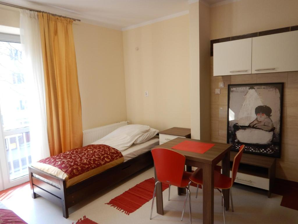Łóżko lub łóżka w pokoju w obiekcie Hostel Skłodowska