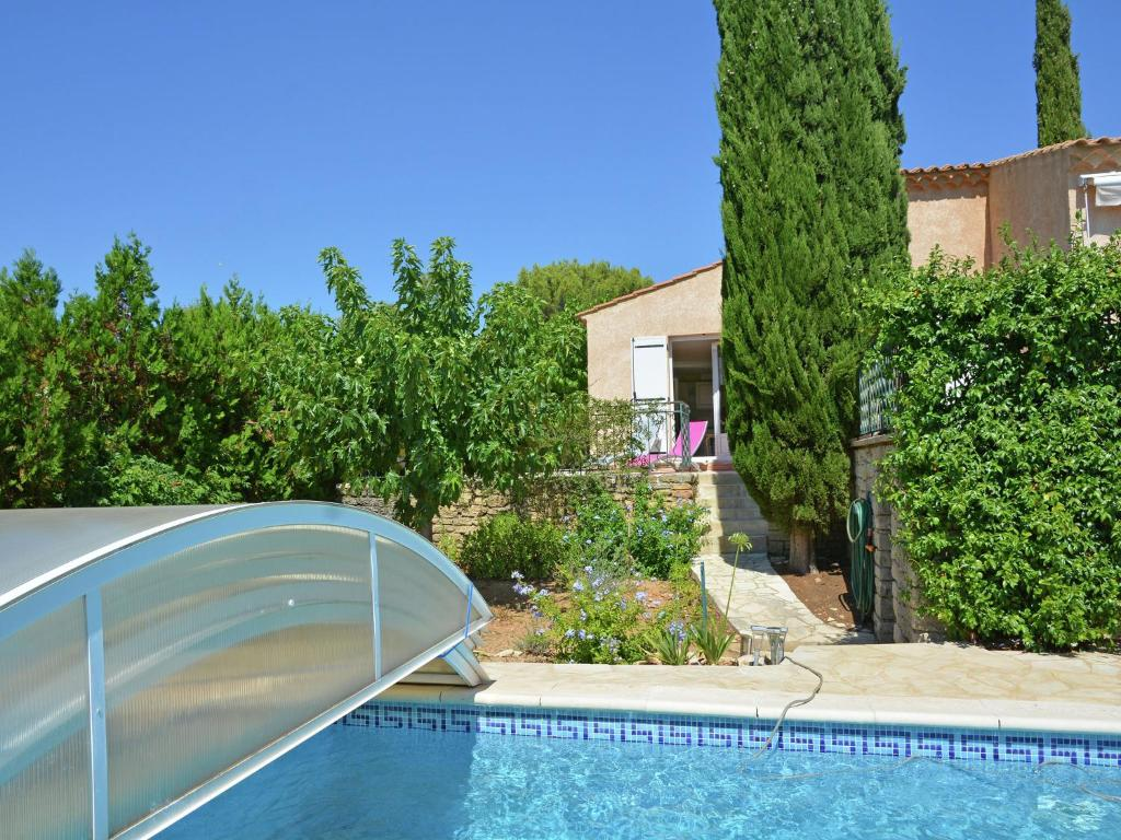 The swimming pool at or near Modern Villa in Uzes with Pool and Jacuzzi