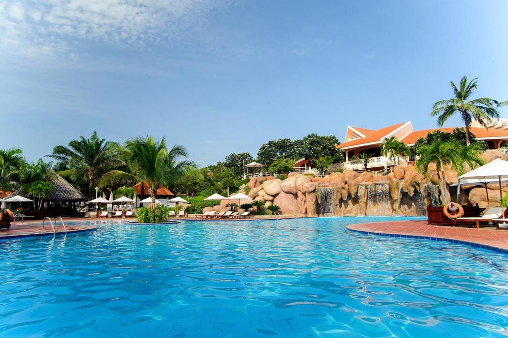 The swimming pool at or near Phu Hai Resort