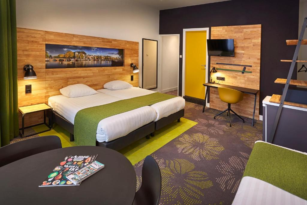 A bed or beds in a room at Nova Hotel