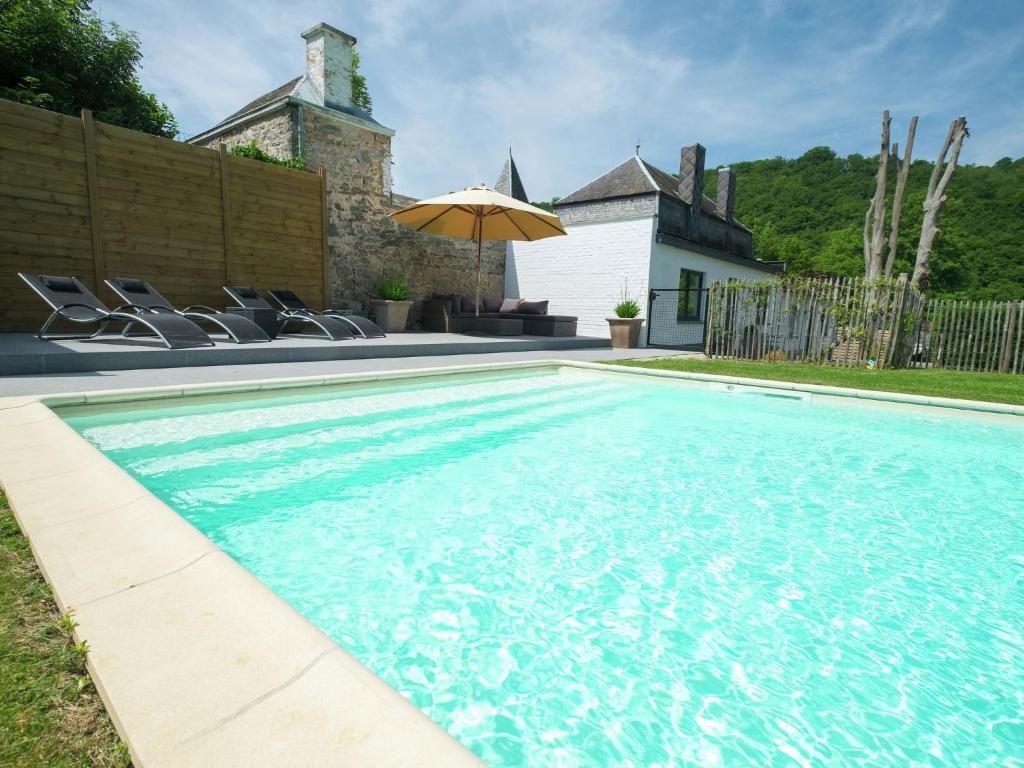 Modern Mansion in Hastiere-par-Dela with Private Pool