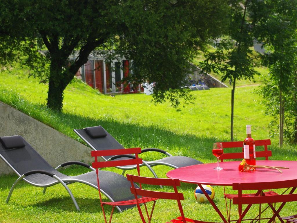 A garden outside Holiday home Les Collines De Ste Féréole 2