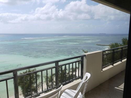 A balcony or terrace at Aquarius Beach Tower