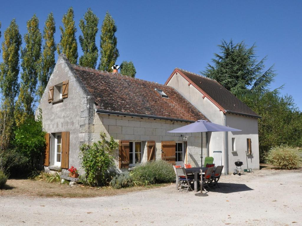 Quaint Holiday Home with Swimming Pool in Montrichard France