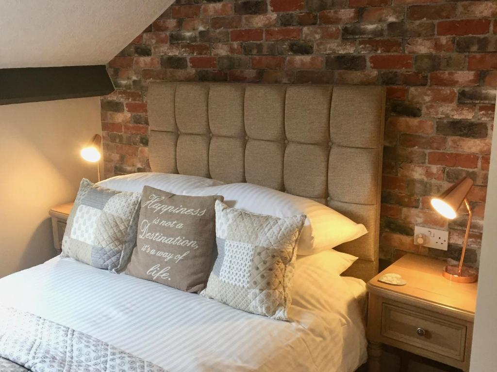 A bed or beds in a room at Cartref Guest House