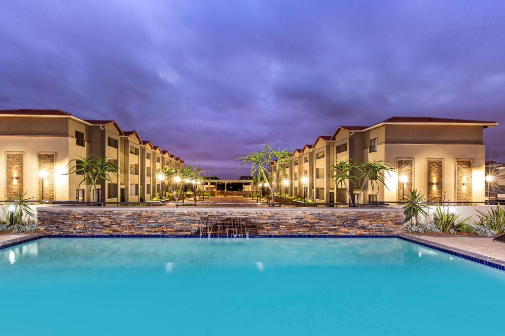 The swimming pool at or close to Savannah Park Luxury Apartments