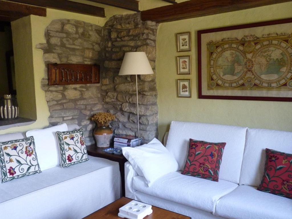 Cozy Cottage in Castigaleu with Garden 4