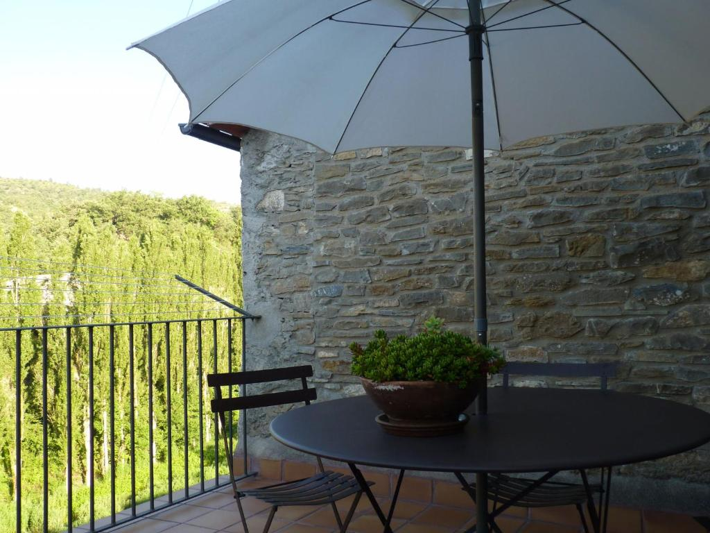 Cozy Cottage in Castigaleu with Garden 12