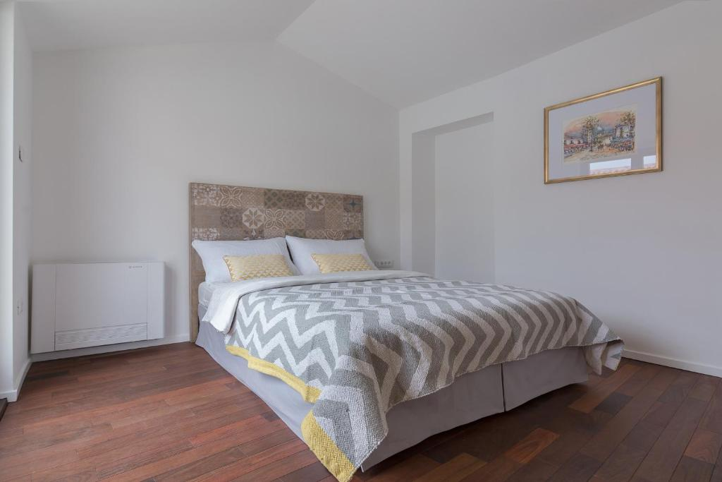 A bed or beds in a room at Gregorciceva House