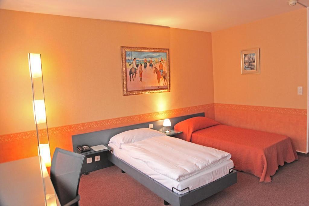 Un ou plusieurs lits dans un hébergement de l'établissement Hotel Comédie