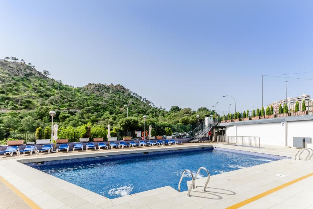 The swimming pool at or close to Hotel Maya Alicante