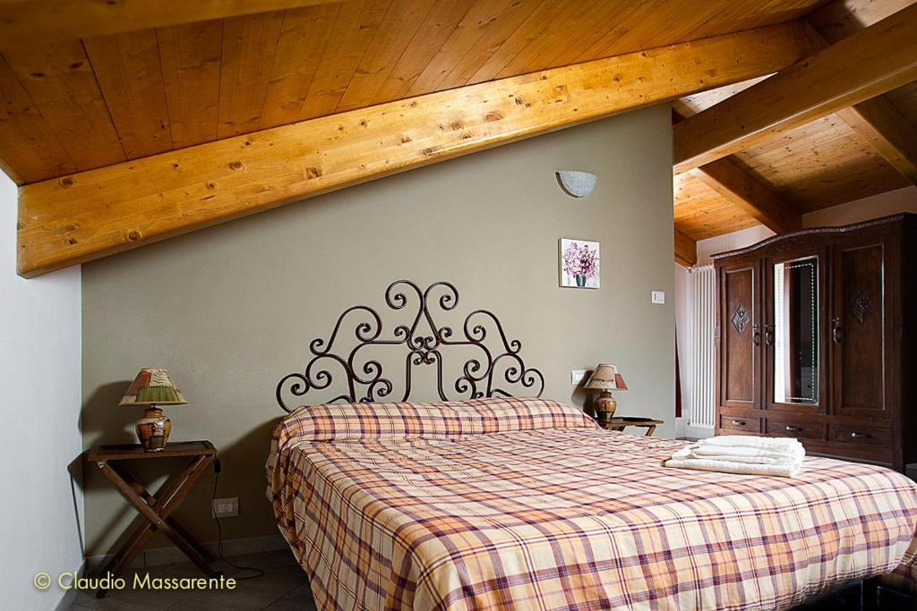 A bed or beds in a room at Agriturismo Fruttirossi