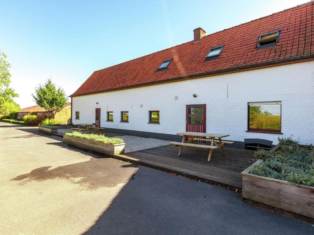 Welcoming Farmhouse with Fenced Garden near Lake in Vleteren
