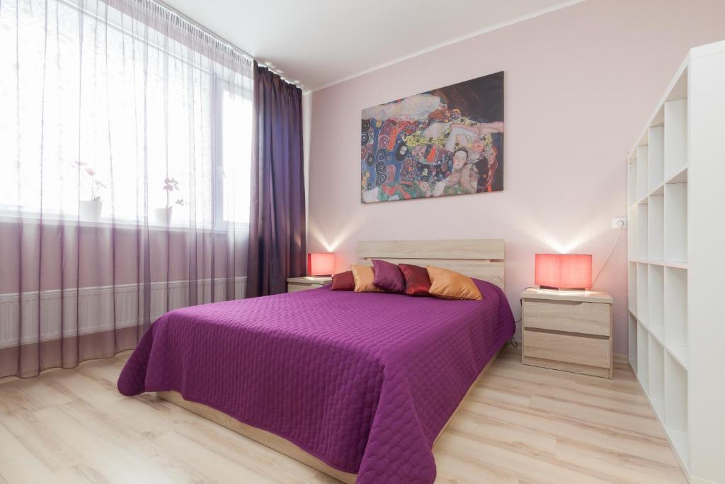 Кровать или кровати в номере Апартаменты ЭтажиДейли Центр