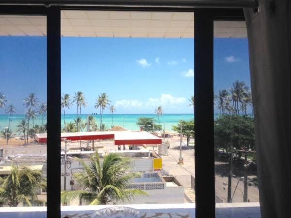 Uma vista da piscina em Ibiza II ou nos arredores
