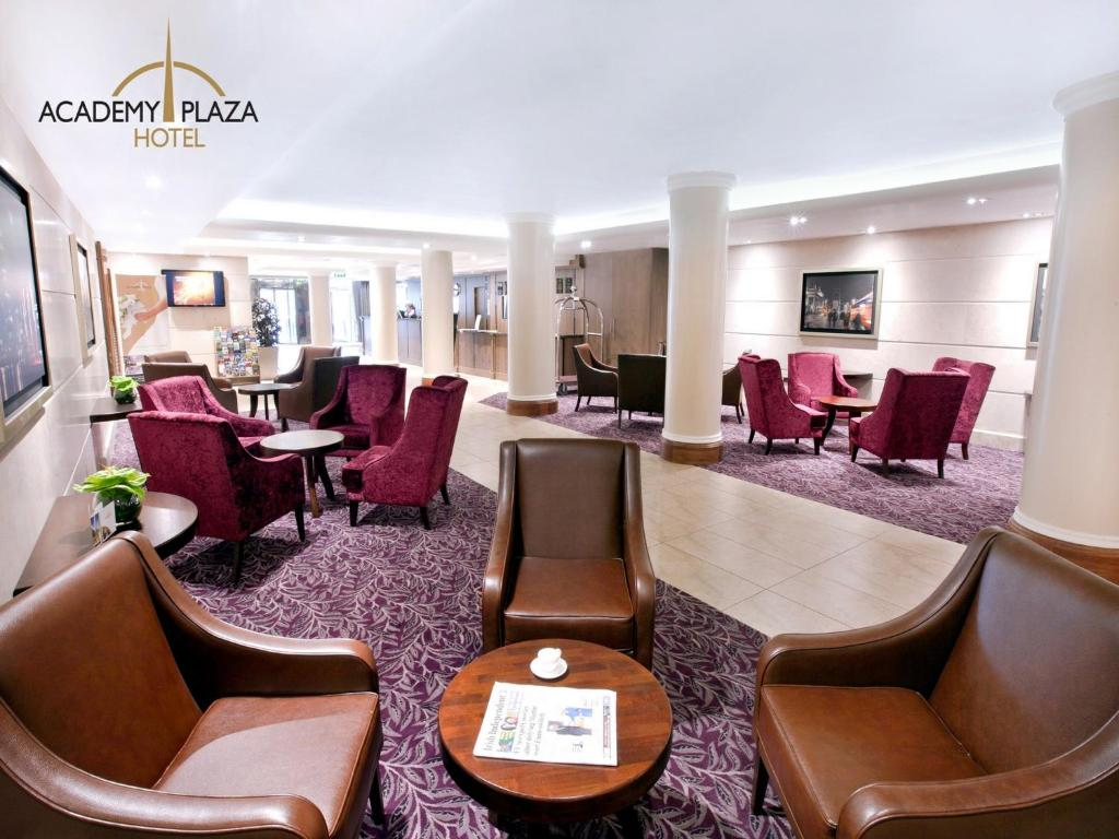 The lounge or bar area at Academy Plaza Hotel