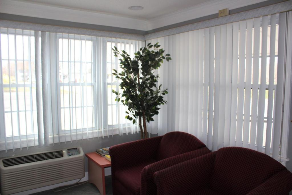 A seating area at Elm Motel